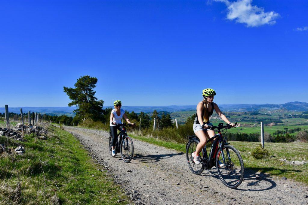 Vacances originales en Haute-Loire à vélo électrique