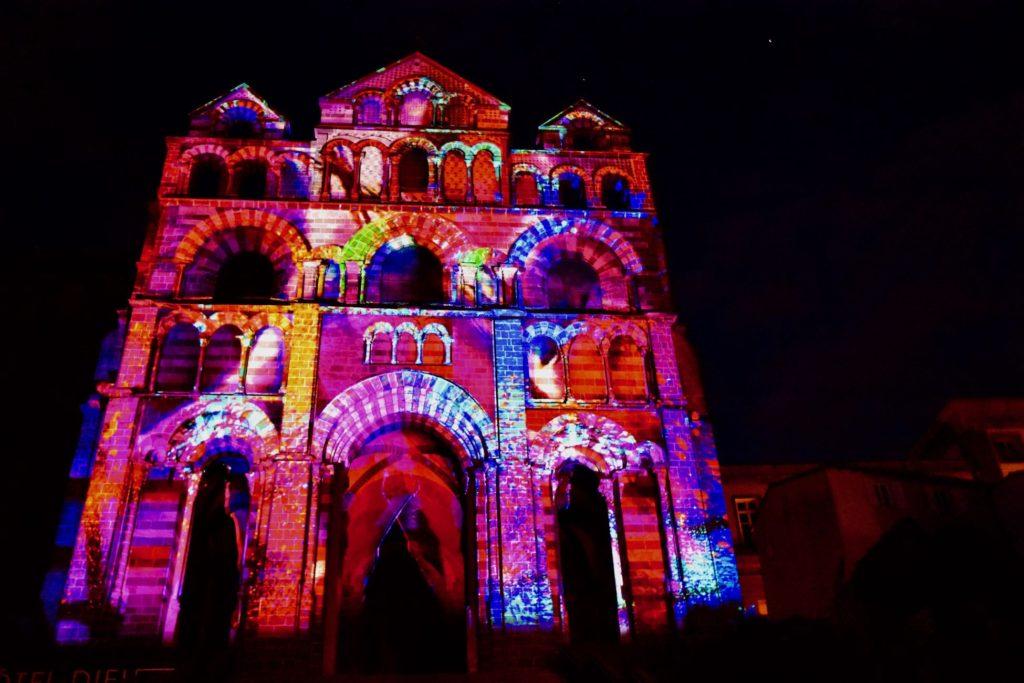 La Cathédrale du Puy-en-Velay sous les feux de lumières