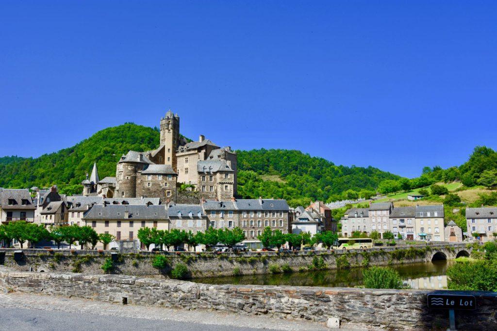 La découverte e la ville d'Estaing-Aveyron