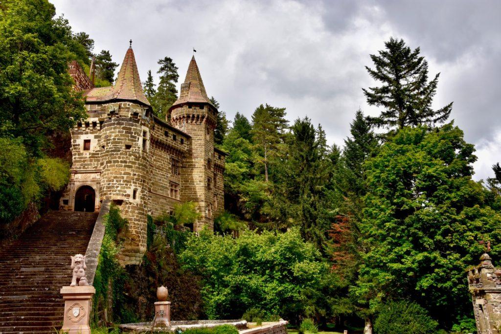Découvrez le château de la Rochelambert à vélo électrique
