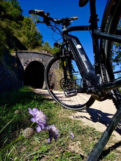 Vélo électrique sur la voie verte du Puy-en-Velay