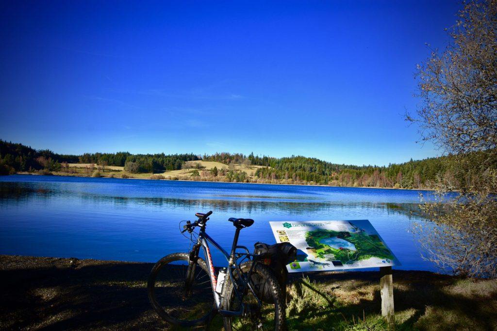 Le lac de Malaguet à vélo - Auvergne